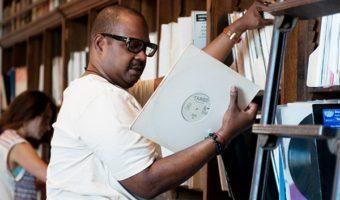 La Frankie Knuckles Foundation espone a Chicago la collezione del padrino della House Music